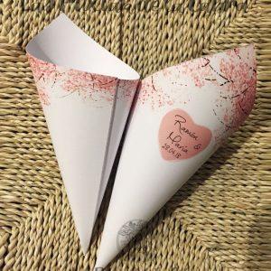 Conos para pétalos y arroz de bodas con diseño personalizado