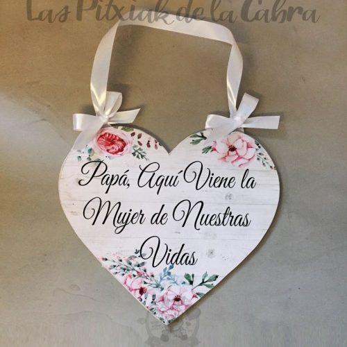 Cartel de aquí viene la novia corazón papá