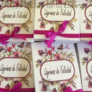 Lágrimas de felicidad para bodas con lazo rosa