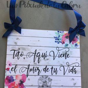 Cartel de aquí viene la novia para bodas tito viene el amor de tu vida lazo azul
