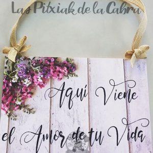 Cartel de aquí viene la novia para bodas con foto y flores