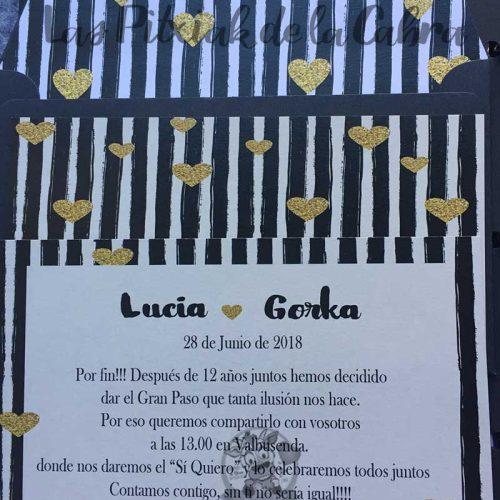 Invitación de bodas rayas y corazones