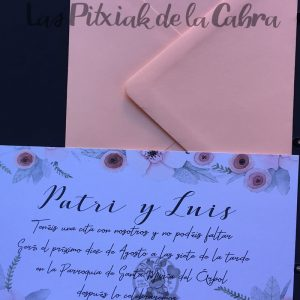 Invitación de bodas con diseño de flores