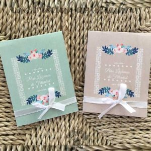Pañuelos para lágrimas de felicidad de bodas en dos colores con flores