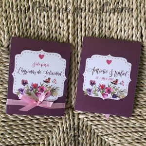 Pañuelos para lágrimas de felicidad de bodas moradas y corazón