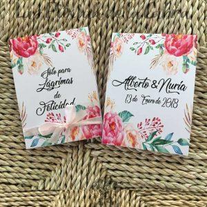 Pañuelos para lágrimas de felicidad de bodas con muchas flores