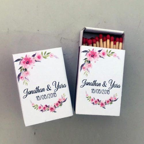 Cerillas para bodas con flores rosas