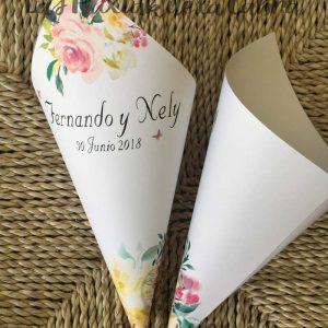 Conos para pétalos de boda flores bonitas