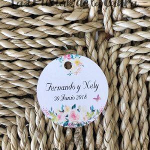 Etiquetas detalles de boda con muchas flores