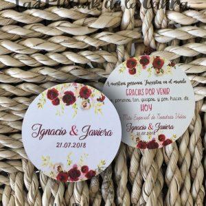 Etiquetas para bodas con flores granates y texto de agradecimiento