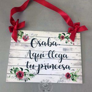 Cartel aquí viene la novia tu princesa granate