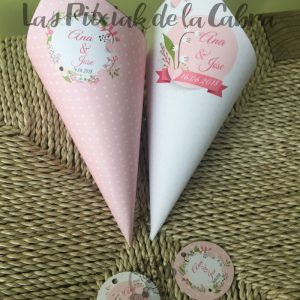 Conos para pétalos de boda en dos colores blanco y rosa