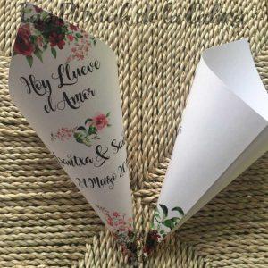 Conos para pétalos de boda hoy llueve el amor con flores granates
