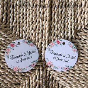 Etiquetas para detalles de boda con nombres de los novios y flores románticas