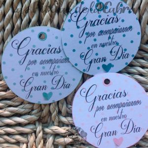 Etiquetas para detalles de bodas gracias por acompañarnos con lunares de colores