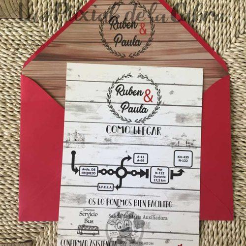 Invitación de boda con diseño de madera y sobre forrado
