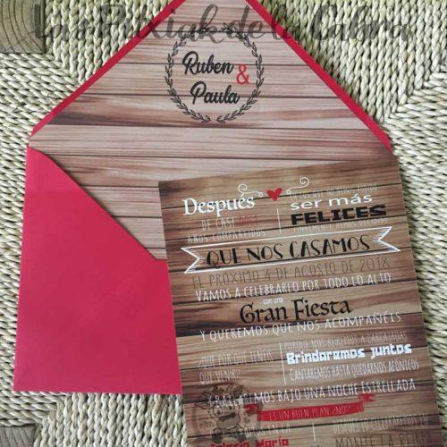 Invitación de boda en madera con diseño de más madera