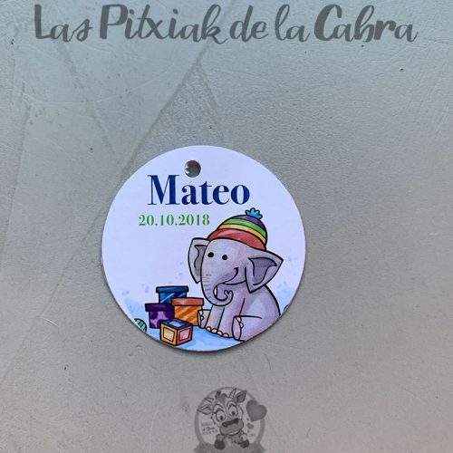 Etiqueta para bautizo con elefante bonito