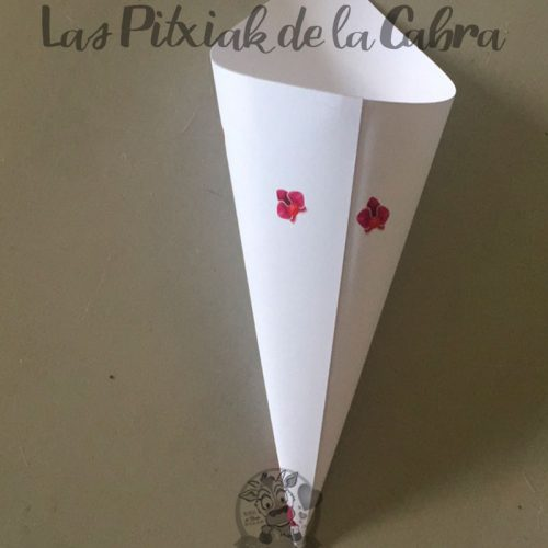 Conos para pétalos de boda con diseño de orquideas realistas