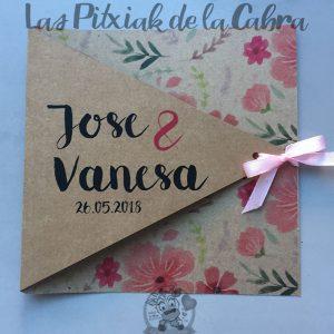 Invitaciones de boda en papel kraft con flores rosas