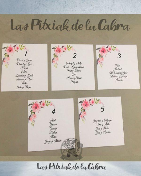 Seating para bodas con flores en formato cuadrado