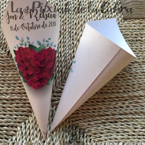 Conos para pétalos de boda con corazón de flores