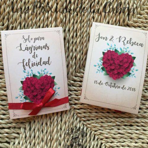 Pañuelos para lágrimas de felicidad con estampado corazón