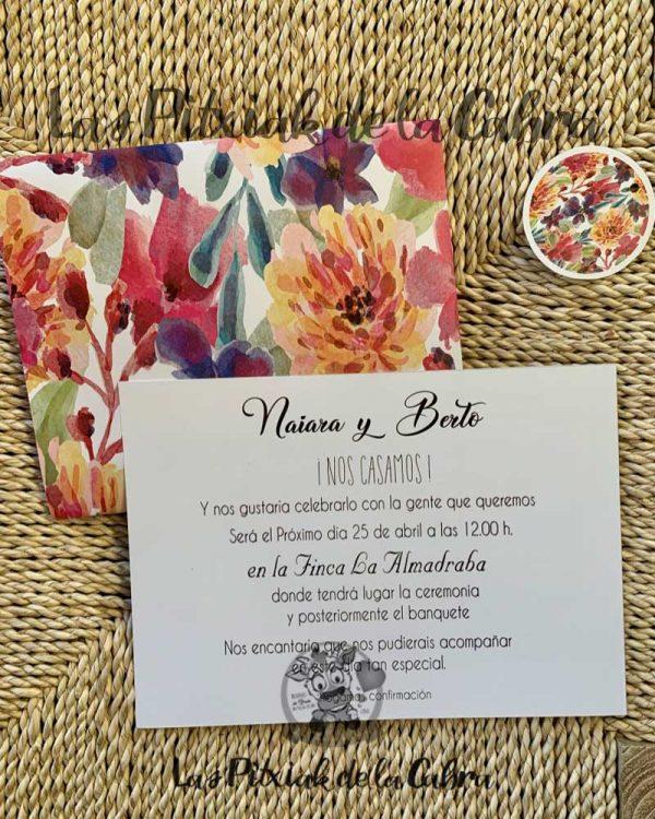 Invitación de boda con diseño de flores fucsia